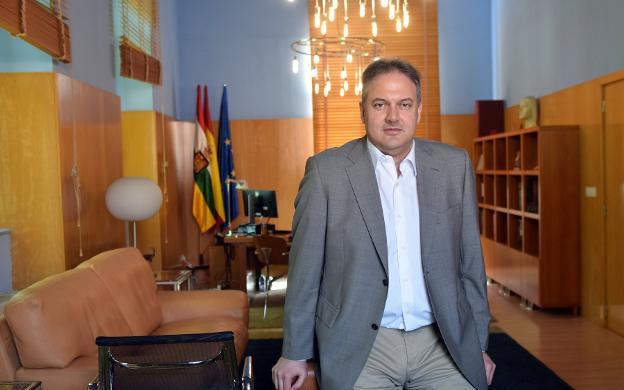 Luis Cacho, Consejero de Educación en La Rioja